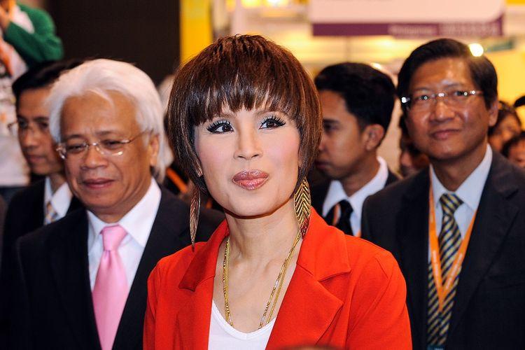 Dalam foto bertanggal 24 Maret 2010, Putri Thailand Ubolratana Rajakanya mengunjungi Pameran Seni Hong Kong.