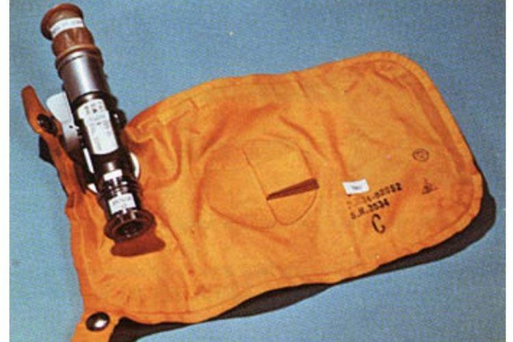 Pada misi Apollo, para astronot buang air kecil dengan menggunakan benda ini.