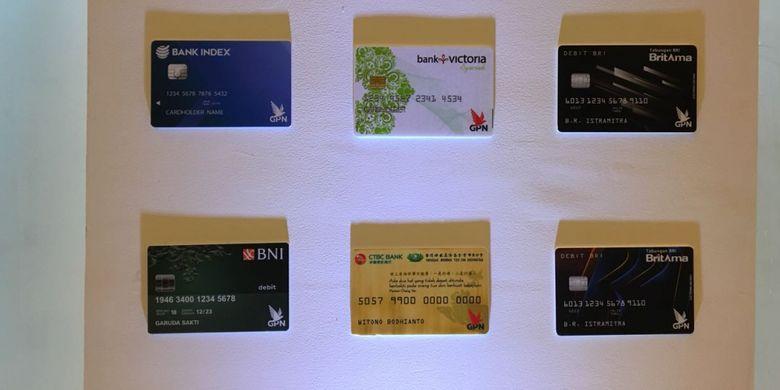 Sejumlah model kartu berlogo Gerbang Pembayaran Nasional (GPN) yang dipamerkan di Bank Indonesia, Jakarta Pusat, Kamis (3/5/2018). Bank Indonesia secara resmi meluncurkan kartu berlogo GPN yang dikeluarkan oleh bank-bank yang ada di Indonesia.