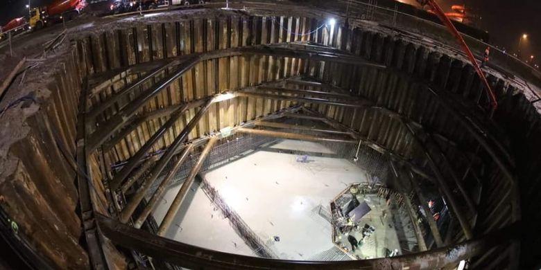 Kolam renang terdalam di dunia 2019, Deepstop membutuhkan 1.100 ton baja untuk struktur bangunan.