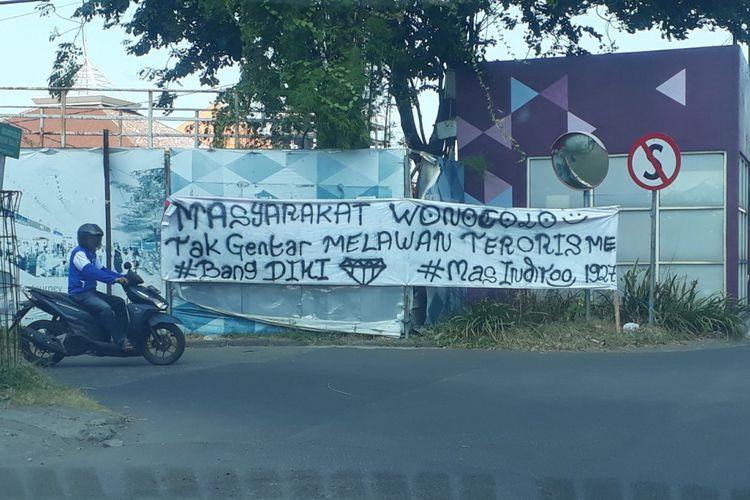 Spanduk penolakan warga Surabaya terhadap aksi terorisme
