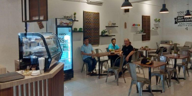 Kafe La Bajo Flores Coffee di Jalan Soekarno Hatta, Kampung Tengah, Labuan Bajo, Kabupaten Manggarai Barat, Nusa Tenggara Timur.