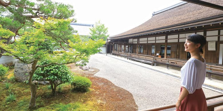 Taman Hojo di Kyoto, Jepang, ini terkenal dengan Karesansui (taman lanskap kering yang terbuat hanya dari batu dan pasir) yang dibuat pada awal zaman Edo.