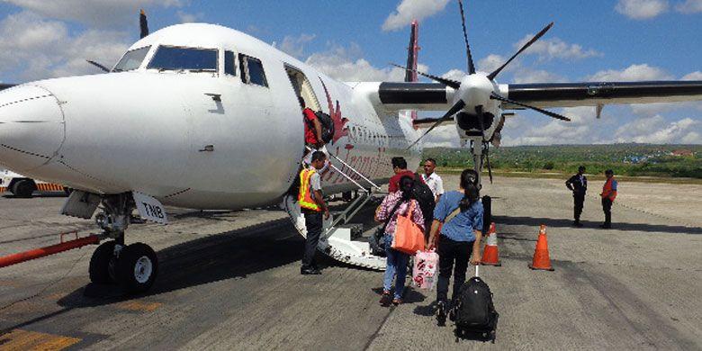 Pesawat TransNusa di Bandara El Tari, Kupang, Nusa Tenggara Timur, Minggu (31/5/2015).