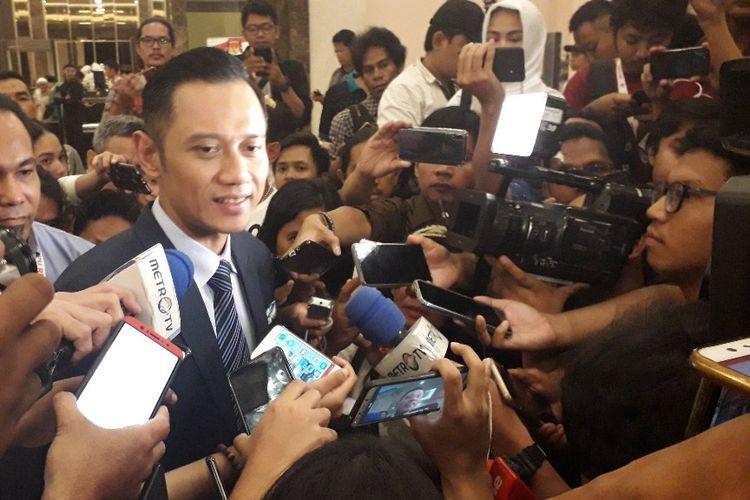 Komandan Kogasma Partai Demokrat Agus Harimurti Yudhoyono memberi keterangan setelah debat kelima Pilpres 2019 di Hotel Sultan, Sabtu (13/4/2019).