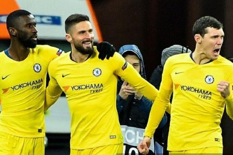 Antonio Ruediger dan Andreas Christensen merayakan gol Olivier Giroud pada pertandingan Dynamo Kyiv vs Chelsea di Stadion NSK Olimpiyskyi, Kiev, dalam babak 16 besar Liga Europa, 14 Maret 2019.