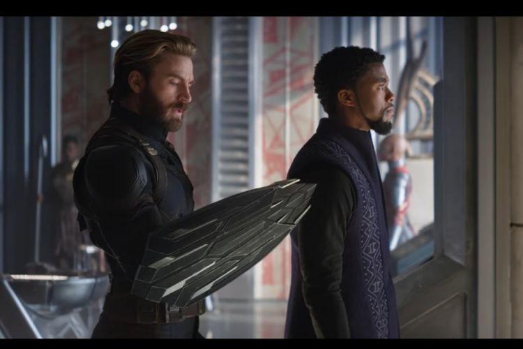 Captain America dan TChalla beraksi dalam Avengers: Infinity War.
