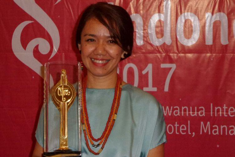 Berkat film Night Bus, Gemalia Gea Geriantina menyabet penghargaan untuk kategori Busana Terbaik Festival Film Indonesia (FFI) 2017 yang digelar di Manado, Sabtu (11/11/2017) malam.