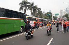 Bus Suporter Berdatangan, Jalan Gerbang Pemuda Macet Parah