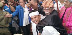 2 DM Daftar Ke KPU Naik Kuda, Dedi Mulyadi Gendong Ki Lengser