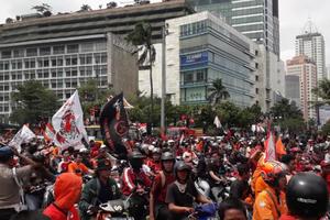 Ketika Jakmania Membuat 'Oranye' Jakarta