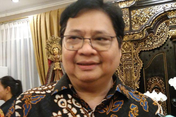 Menperin Airlangga Hartarto saat acara open house di kediamannya di Kawasan Widya Chandra III, Jakarta Selatan, Minggu (25/6/2017).