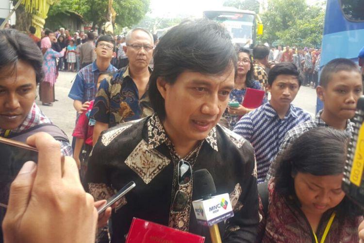 Artis Katon Bagaskara menghadiri pernikahan Kahiyang Ayu dengan Muhammad Bobby Afif Nasution di Gedung Graha Saba Buana, Solo, Jawa Tengah, Rabu (8/11/2017).