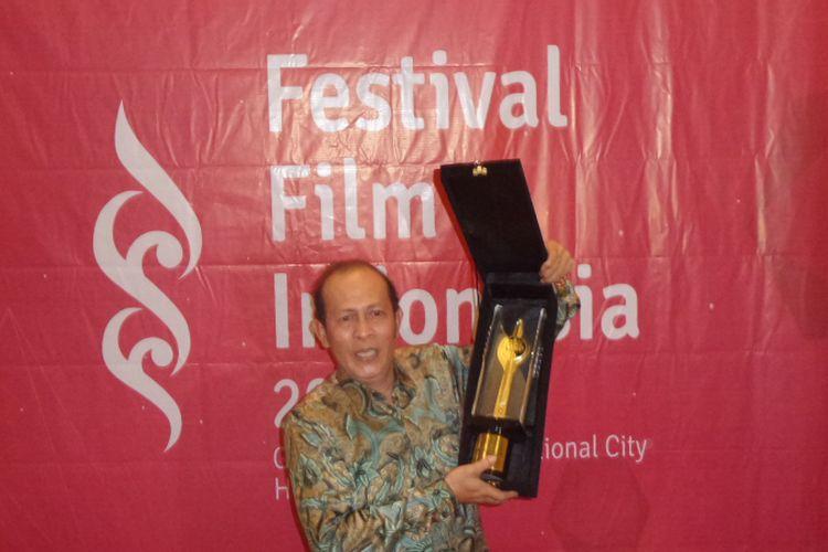 Ilustrasi: Yayu Unru mendapatkan penghargaan untuk kategori Pemeran Pendukung Pria Terbaik untuk film Posesif pada Festival Film Indonesia (FFI) 2017, di Grand Kawanua International City, Manado, Sulawesi Utara, Sabtu (11/11/2017) malam.
