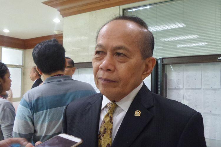 Wakil Ketua Umum Partai Demokrat Syarief Hasan di Kompleks Parlemen, Senayan, Jakarta, Selasa (5/12/2017).