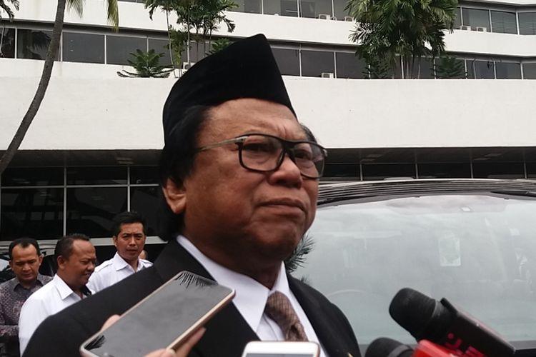 Ketua DPD RI Oesman Sapta Odang di Kompleks Parlemen, Senayan, Kompleks Parlemen, Senayan, Jakarta, Kamis (14/12/2017)