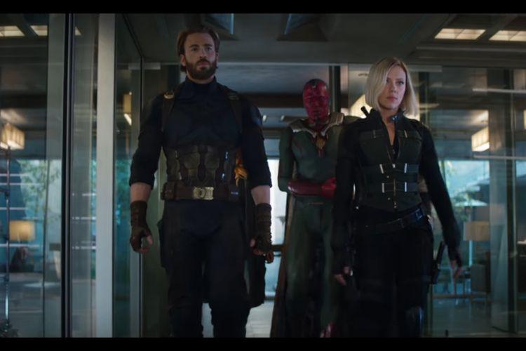 Captain America, Black Widow, dan Vision beraksi dalam Avengers: Infinity War.