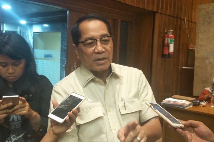 Anggota Komisi II DPR Firman Soebagyo saat ditemui di ruang rapat Komisi II, Kompleks Parlemen, Senayan, Jakarta, Senin (16/4/2018).