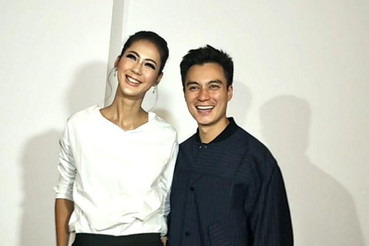 Baim Wong dan Paula Verhoeven saat ditemui sebelum resepsi pernikahan mereka di Gedung Tribrata, Jakarta Selatan, Sabtu (24/11/2018).