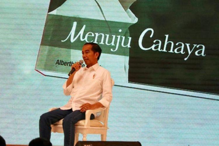 Presiden Joko Widodo saat menghadiri peluncuran buku Jokowi Menuju Cahaya karya Albertiene Endah di Hotel Mulia, Jakarta, Kamis (13/12/1018)
