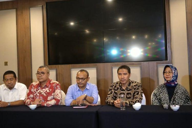 Pimpinan DPD Partai Gerindra DKI Jakarta, DPW Partai Keadilan Sejahtera (PKS) DKI Jakarta, dan tim panelis uji kepatutan dan kelayakan (fit and proper test) calon wakil gubernur DKI saat konferensi pers di Hotel Aryaduta, Jakarta Pusat, Rabu (23/1/2019).