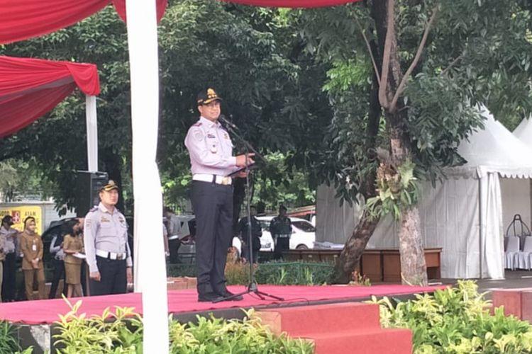 Gubernur DKI Jakarta Anies Baswedan memimpin apel gelar pasukan operasi lintas jaya 2019 di Lapangan IRTI, Monas, Jakarta Pusat, Senin (11/2/2019).