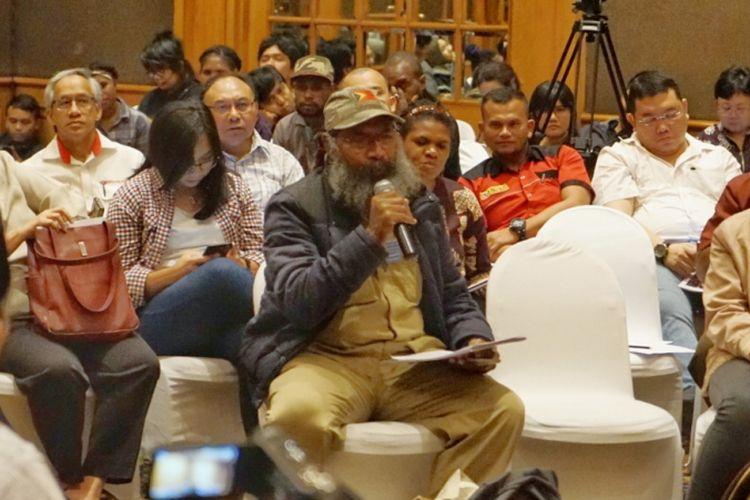 Aktivis Papua Filep Karma dalam diskusi bertajuk Posisi Papua di Peta Politik Indonesia yang digelar Amnesty International Indonesia di kawasan Jakarta Pusat, Kamis (14/2/2019).
