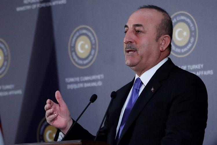 Menteri Luar Negeri Turki Mevlut Cavusoglu berbicara dalam konferensi pers di Ankara, Jumat (16/2/2018).
