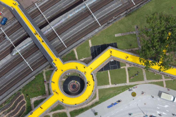 Jembatan penyeberangan orang The Luchtsingel di Belanda