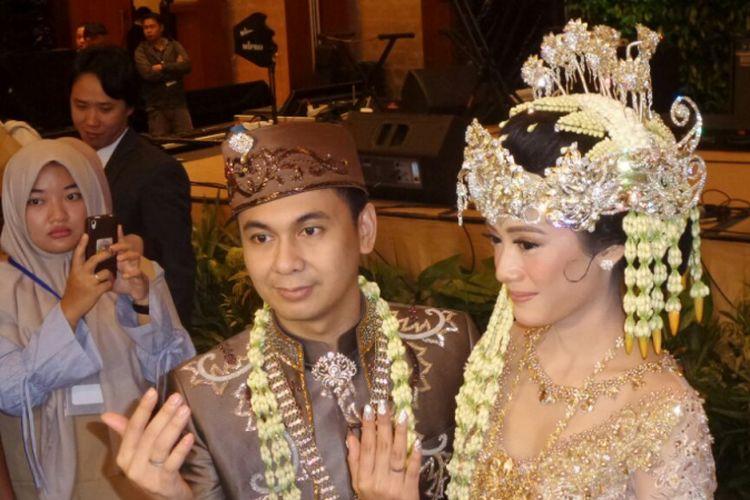 Raditya Dika dan Anissa Aziza menggelar jumpa pers pernikahannya di Ballroom Ritz Carlton, Jakarta Selatan, Sabtu (5/5/2018).