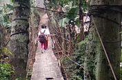 Anak SD di Jagakarsa Lintasi Jembatan Gantung Reyot untuk ke Sekolah