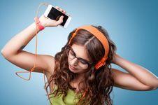 Kenali Efek Positif Olahraga Sambil Dengar Musik...