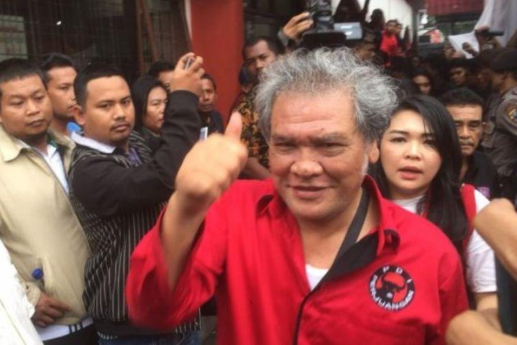 Japorman Saragih sempat pingsan di Kantor KPU Sumut, Rabu (10/1/2018)