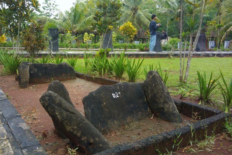 Kubur Batu yang terdapat di Situs Sokoliman, Desa Bejiharjo, Karangmojo, Gunungkidul