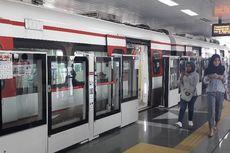 Naik LRT Jakarta Gratis, Warga Penasaran hingga Ajak Anak Berlibur