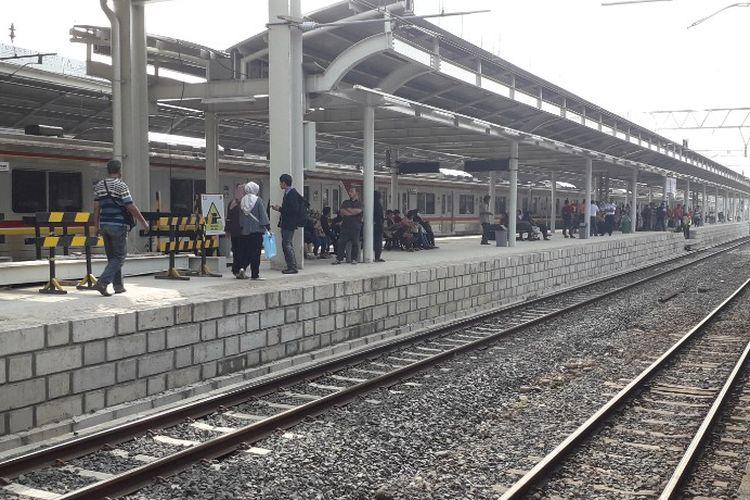 Kondisi Stasiun Jatinegara pada Senin (15/4/2019).