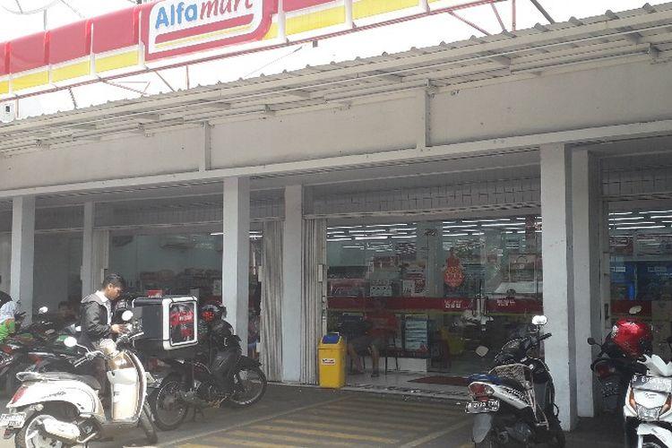 Tampak depan gerai Alfamart di Jalan Cipinang Jaya yanng menjadi lokasi pencurian, Selasa (18/6/2019).