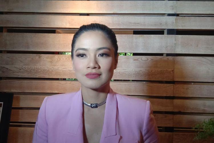 Titi Kamal berpose dalam sebuah acara di Plataran Jakarta Patio, Kebayoran Baru, Jakarta Selatan, Kamis (14/3/2019).