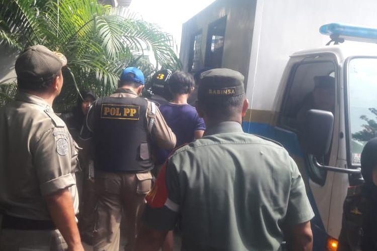 Satuan Polisi Pamong Praja ( Satpol PP) Jakarta Utara mengamankan setidaknya 17 orang yang bekerja sebagai pak ogah dalam operasi penyandang masalah kesejahteraan sosial (PMKS) dan premanisme pada Selasa (9/4/2019).