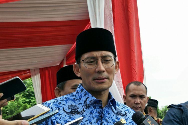Wakil Gubernur DKI Jakarta Sandiaga Uno seusai memimpin upacara peringatan Hari Pahlawan di Lapangan IRTI, Monas, Jakarta Pusat, Jumat (10/11/2017).
