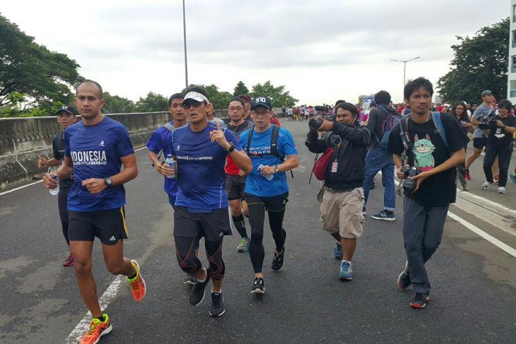 Wakil Gubernur DKI Jakarta, Sandiaga S Uno mengikuti CFD di JLNT Antasari dengan berlari pada Minggu (14/1/2018).