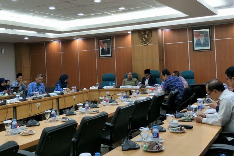 Rapat Komisi B DPRD DKI bersama satuan kerja perangkat daerah (SKPD) Pemprov DKI Jakarta di Gedung DPRD DKI Jakarta, Jalan Kebon Sirih, Jakarta Pusat, Senin (29/10/2018).