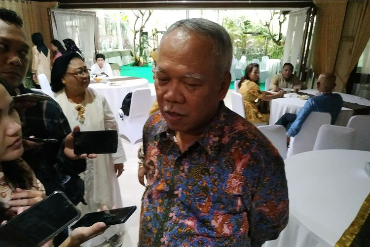 Menteri Pekerjaan Umum dan Perumahan Rakyat (PUPR)Basuki Hadimuljono memberikan keterangan di sela-sela menghadiri open house Menko Perekonomian Darmin Nasution di Jakarta, Rabu (5/6/2019).