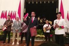 Jokowi Beri Sepatu Bekasnya ke Anggota Paskibraka