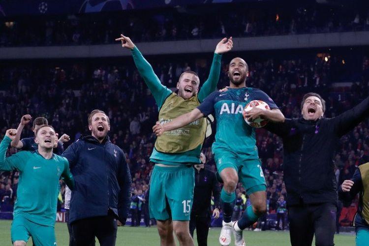 Harry Kane dkk merayakan keberhasilan lolos ke final Liga Champions seusai laga Ajax Amsterdam vs Tottenham Hotspur di Johan Cruijff Arena, 8 Mei 2019.