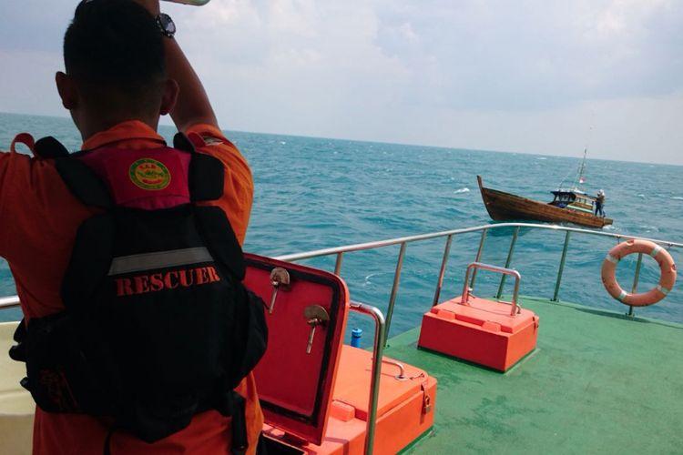 Tim SAR Badan Nasional Pencarian dan Pertolongan (BNPP) Kelas I A Tanjungpinang tengah melakukan pencarian satu Perahu Pancung Nelayan Bintan yang hilang kontak di Perairan KIjang, Bintan, Kepri