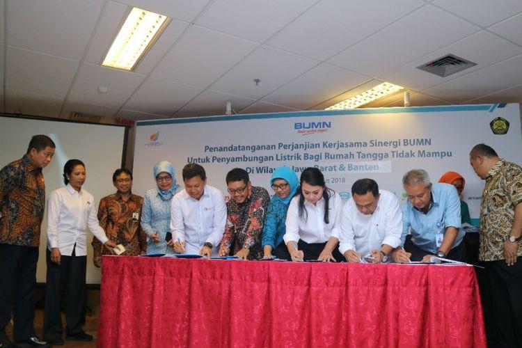 PGN dan 3 BUMN Biayai Instalasi Listrik untuk Masyarakat Miskin