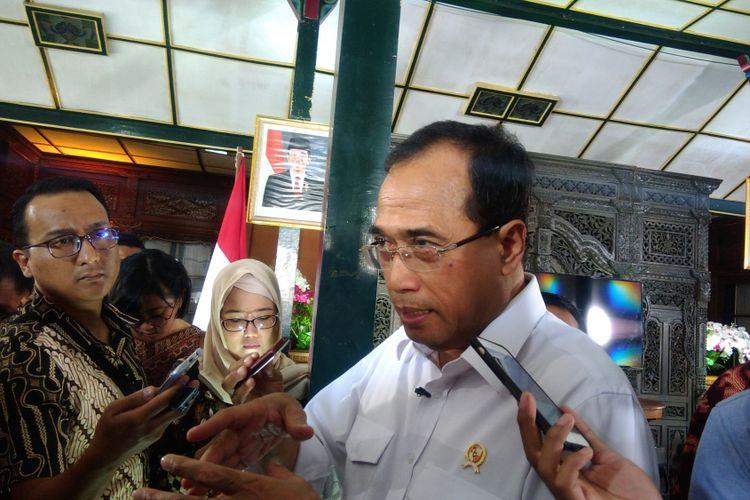 Menteri Perhubungan Budi Karya Sumadi di Bangsal Sewoko Projo, Wonosari, Gunungkidul Sabtu (12/8/2017)