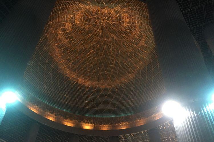 Interior kubah Masjid Istiqlal.