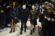 Gandeng 2 Super Model, Kim Jones Kejutkan Panggung Paris Fashion Week